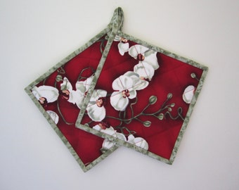 """Quilted Potholders """"White Orchids on Red"""" Set of 2, Quilted Hot Pad, Kitchen Decor, Fabric Trivet, Quiltsy Handmade"""