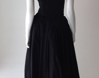 1950s Tea Length Strapless Ruffle Bottom Dress