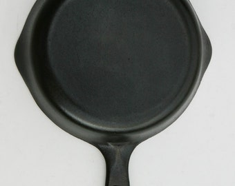 Antique WAGNER Sidney CHEFS Omelet, Egg Skillet Fry Pan No. 3 Professionally Cleaned, Organic Seasoned Ready to Use