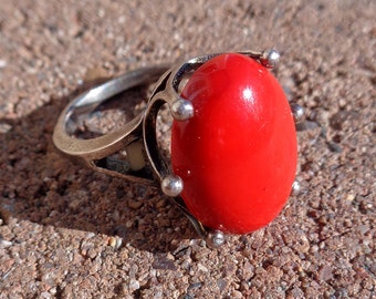 Red gemstone ring, US size 6 vintage silver tone red cabochon solitair ring, crown setting