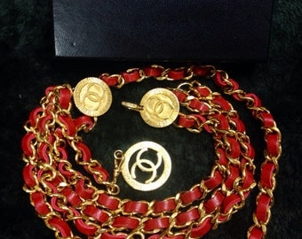Mint. 80's Vintage CHANEL red leather chain belt with golden CC charms. Must-have belt from CHANEL. Also as necklace