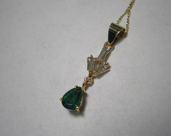 Vintage 18 kt Yellow Gold Diamond Emerald Pear Pendant Necklace 18 Inches