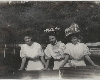 Old Photo 3 Women wearing White Dresses and Hats 1910s Photograph snapshot vintage