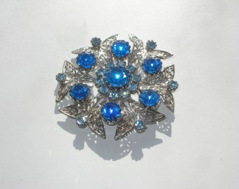 Celebrity New York Brooch - Vintage Costume Jewelry Pin - Retro Silver and Blue 1960s