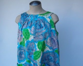 60s round yoke collar a-line shift dress with two big pockets in blue & lavender floral print size medium/large