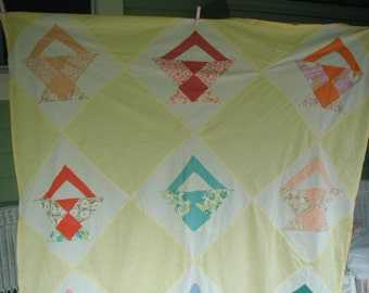 Vintage Quilt Top, Unfinished Quilt,Flower Basket Pattern, Pieced Patchwork, 1940's Fabrics, Feed sack Prints