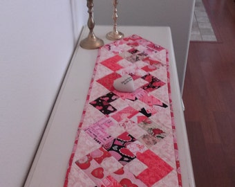 Happy Valentines/table runner Decor/hearts/ Coupon Code Shopvday1