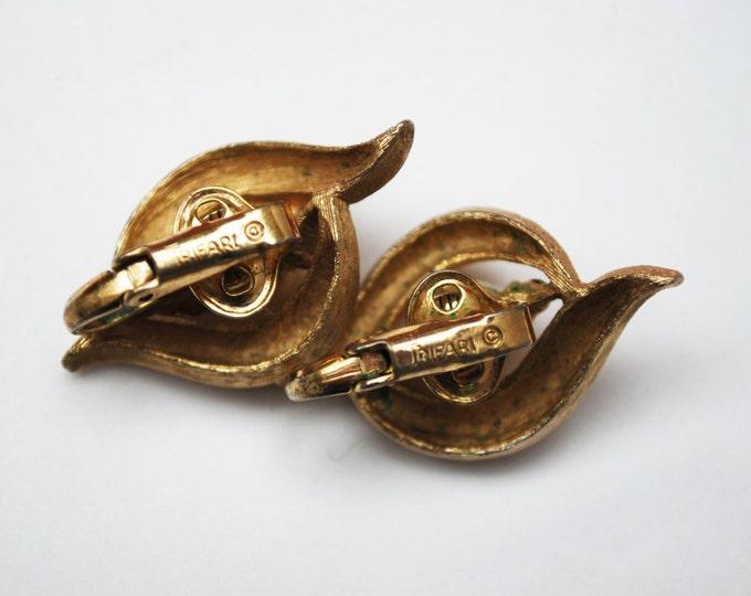 Crown Trifari Earrings - gold tone - White Pearl - rhinestone -Clip on earring