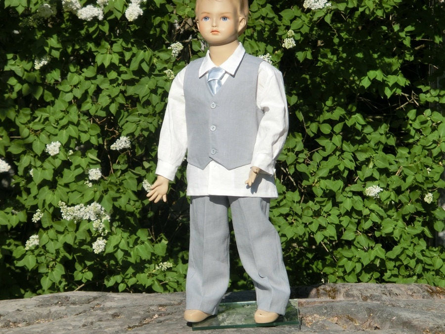 Grey boys linen suit. Grey ring bearer outfit boys suit.