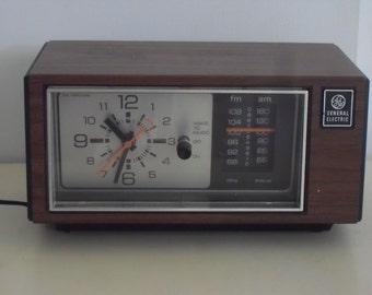 Vintage Mid Century  General Electric Alarm Clock Radio