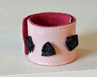Pink leather snap bracelet with black roses
