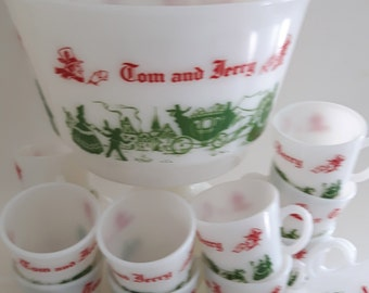 Tom & Jerry Punch Bowl Set.  Colonial Scene in Red and Green .