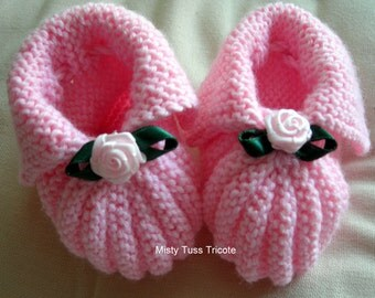 """Chaussons de  bébé """"Rose"""" en laine d'agneau - tricoté à la main - création Misty Tuss Tricote"""