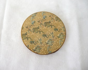 Vogue powder compact - 1940s enamel compact - Persian Legends compact - vintage enamel powder compact - Vogue Persian Legends