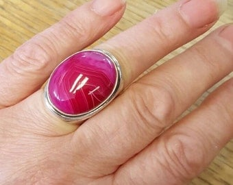Huge Chunky Fuschia Pink Agate Sterling Silver Ring - New Old Stock - Size P-Q US: 8-8.5