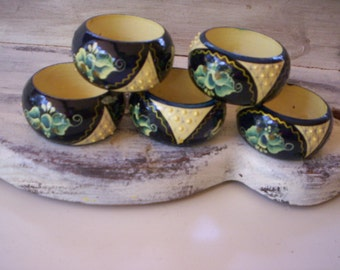 5 Wood napkin ring/Round wood napkin rings/Napkin rings/Wood Napkin decoration/Home decor/Table decor/Yellow and blue tole wood napkin ring