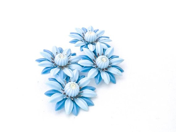 Vintage blue lucite plastic daisy flower with rhinestone coro clip earrings