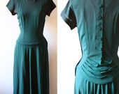 1940s emerald crepe dress // 1940s green dress // vintage dress