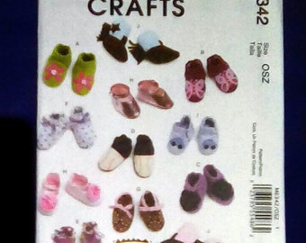 Uncut Pattern - McCall's M6342 - 10 variety of Baby shoes, boots (crib shoes) = sizes s,m,l