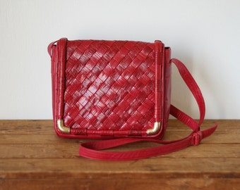Vintage SHARIF Woven Red Leather Crossbody Saddle Bag/ Cherry Red Reptile Snake Skin Embossed Leather Messenger Bag Purse