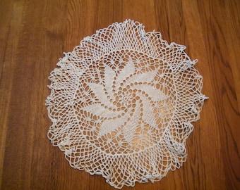 Vtg Pinwheel Doily - 16 inch diameter