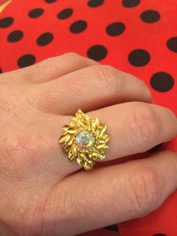 Vintage statement ring gold colour sunburst crystal centre piece adjustable 1970s 1960s bold sparkly glam