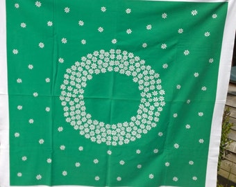 Green and white daisy retro tablecloth
