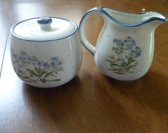 Pretty Vintage Sugar bowl and Creamer