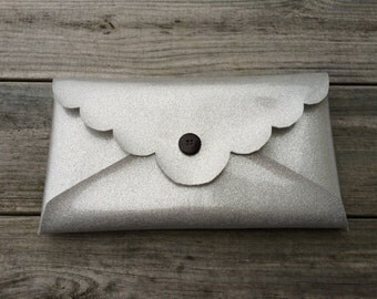 "6""x11"" Faux Leather Vinyl Scallop Envelope Clutch Purse"