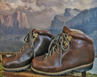 Vintage 1970s Vibram Pivetta Made in Italy Rugged Chocolate Brown Leather Outdoor Hiking Boots  Size 7.5