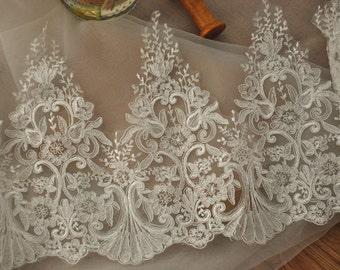 Antique style ivory bridal lace trim , scallop wedding gown veil fabric lace trim