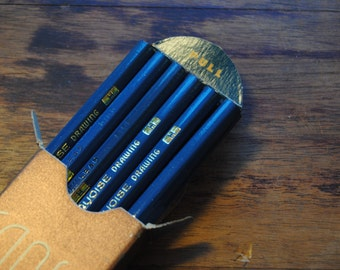 Vintage Drawing Pencils/Box of a Dozen Vintage Drawing Pencils