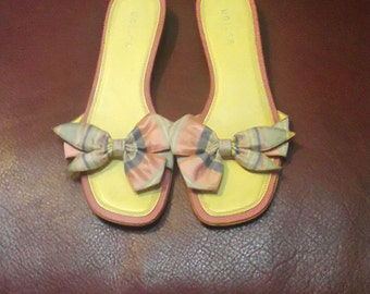 Vtg. Unisa Slip Ons Size 7.5 M.Leather Soles Fabric Bows