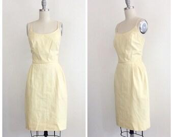 60s Vintage Pastel Yellow Wiggle Dress / 1960s Vintage Bombshell Pencil Skirt Day Dress / Medium / Size 6