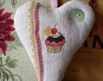 Heart shape lavender home décor with yummi cupcake motif