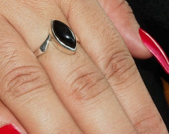 Fine Gemstone Ring with a marquise shaped black Onyx Cabochon Sterling Silver 925 size 8.5 (GR410)