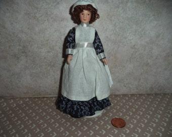 1:12 scale dollhouse miniature Lady doll