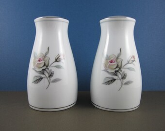 Salt & Pepper Set in Margot by Noritake - Pattern made from 1955 - 1967 - Pale Green Ring, Roses, Coupe