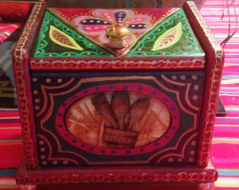 "Hand Painted Bohemian Unique Wood Recipe Box  With Feet  6""Hx7.5""Wx4""D  B0043"