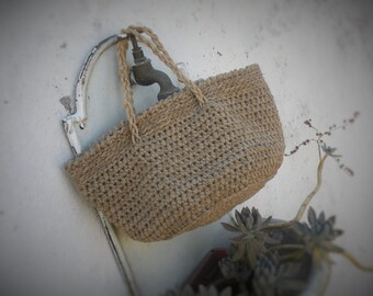 Rustic crochet bag in country style. Bag in linen and cotton. Vintage style for crochet bag. Handmade bag. Rope handle.