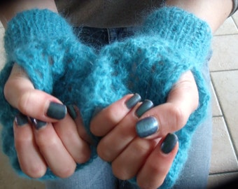 Turquoise fingerless gloves in lace pattern
