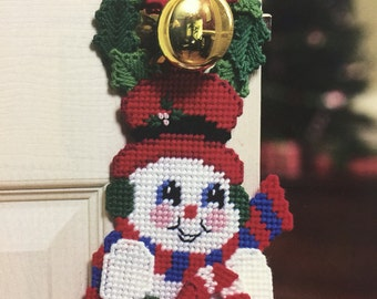 Snowman Doorknob Hanger in Plastic Canvas