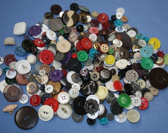 Lot Vtg Buttons 1/2 pound lb 8 ounces Variety Various Mixed Plastic 2 Hole 4 Hole Shank