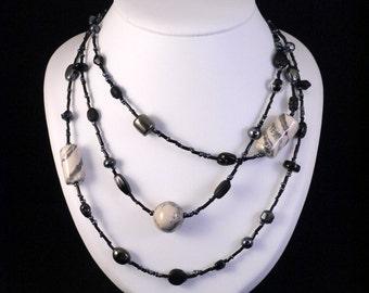 Hendgemaakt ceramic Bead Necklace with beads