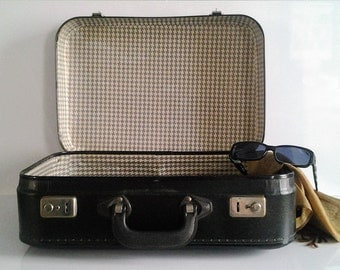 Vintage french black cardboard suitcase of the 50's/60's // very trendy decoration // home decor // rustic // French country