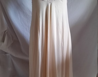 Vintage pale peach nylon lace chemise slip by Hickory size 12