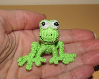Mini frog miniature crochet frog small green frog miniature froggy small toy frog collectible animal toy amigurumi frog mini amigurumi