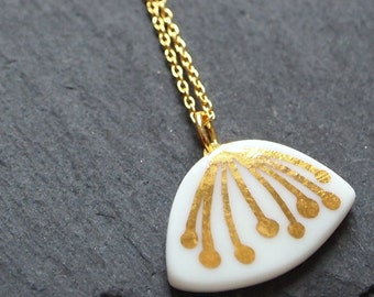 Porcelain necklace flower