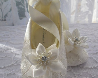 Ivory Lace Christening Baby Shoes, Wedding, Flower Girl or Special Occasion Baby Girl Shoes. Lace Baby Shoes.