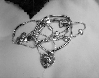 Pretty Vintage Silver Stackable Stretch Charm Bracelets (6)